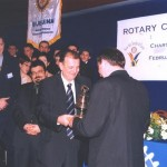 Gosp. Crvak, RC Šabac poklanja rotari zvono gosp. Simiću iz RC Bijeljina